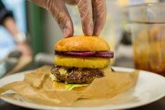 бургер сочный Стоковая Фотография RF