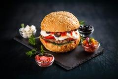 Бургер с говядиной Patty Стоковая Фотография