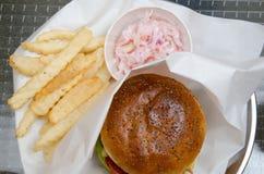 Бургер с фраями и салатом Стоковые Фото