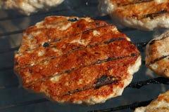 Бургер цыпленка или индюка для гамбургера на гриле Стоковое Изображение RF