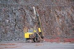Бурильщик в карьере шахты порфиры стоковое фото