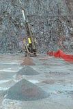 Бурильщик в карьере шахты порфиры стоковая фотография rf
