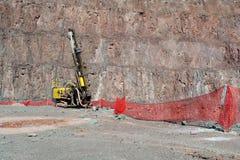 Бурильщик в шахте открытого карьера стоковое фото