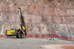 Бурильщик в шахте открытого карьера стоковое изображение rf