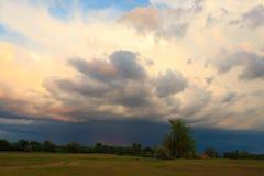 Бурная сельская местность дождевых облако неба Стоковые Фото