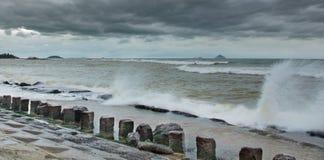 Бурная структура бетонной стены обороны моря Стоковые Изображения RF