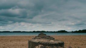 Бурное небо над пляжем thunderclouds акции видеоматериалы
