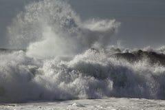 Бурные ломая волны Стоковое Фото