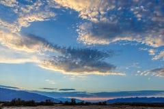 Бурные небеса над заводью печи стоковые изображения rf