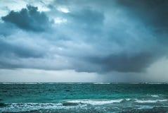 Бурные облака над Атлантическим океаном Ландшафт моря Стоковое фото RF