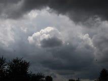 Бурные оттенки неба лета с облаками Стоковое фото RF