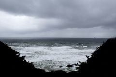 Бурный прибой на побережье Орегона стоковое фото rf