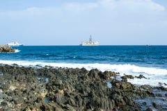 Буровая вышка и побережье Стоковые Фотографии RF