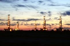Буровая установка с небом утра Стоковое фото RF