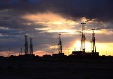 Буровая установка с небом утра Стоковое Изображение RF