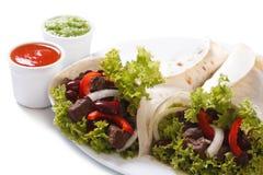 2 буррито с мясом и овощами и соусом Стоковая Фотография RF