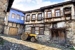 БУРСА, ТУРЦИЯ - 26-ОЕ ЯНВАРЯ 2015: Старые дома 700 старой лет деревни Cumalikizik тахты стоковое фото