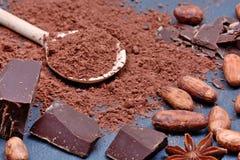Бурый порох с фасолями и шоколадом на шифере Стоковое фото RF