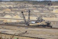 Бурый уголь - ковшевой экскаватор на открытой разработке Inden стоковые фото