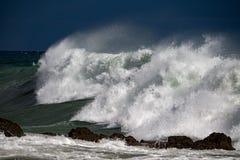 Буря шторма моря на побережье стоковая фотография