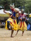Бутанский танец маски Cham, дракон и Garuda, Бутан стоковая фотография