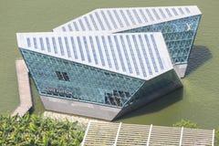 Бутик Louis Vuitton удлиняет вне в залив Марины Стоковые Фотографии RF