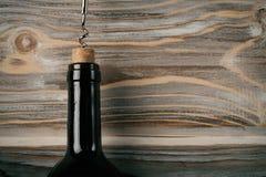 Бутылка вина открытая вверх стоковое фото rf