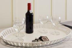 Бутылка вина порта с стеклами стоковые фото