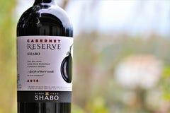 """Бутылка вина """"Shabo """"Каберне красного стоковое фото rf"""