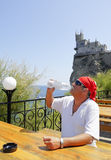 бутылка выпивает воду человека Стоковые Фото