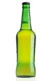 бутылка пива падает зеленая вода стоковые изображения rf