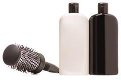 Бутылка шампуня волос и гребня волос Стоковые Изображения RF
