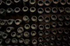 Бутылки вина в погребе Стоковые Изображения