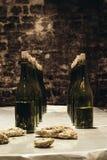 Бутылки вина на таблице Стоковая Фотография RF