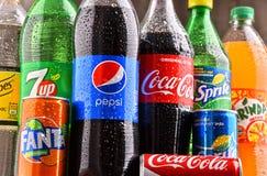 Бутылки глобальных брендов безалкогольного напитка Стоковое Изображение