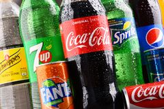 Бутылки глобальных брендов безалкогольного напитка Стоковые Фото