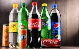 Бутылки глобальных брендов безалкогольного напитка Стоковые Фотографии RF