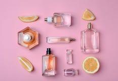 Бутылки дух и лимона на предпосылке цвета Стоковые Фотографии RF