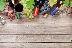 Бутылки и виноградины вина Стоковое Изображение RF