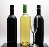 Бутылки красного и белого вина Стоковое Изображение RF