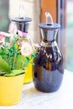 Бутылки масла и уксуса в ресторане Стоковая Фотография
