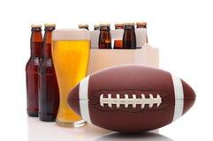 Бутылки пива и американский футбол Стоковое Изображение RF