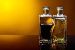 Бутылки приправленных оливкового масла и бальзамического уксуса Стоковые Фотографии RF