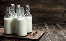 Бутылки с парным молоком Стоковое Изображение