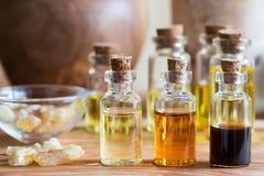 Бутылки эфирного масла с смолой rankincense Стоковые Фотографии RF