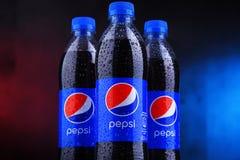 Бутылки carbonated безалкогольного напитка Пепси стоковое фото rf
