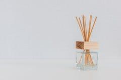 Бутылка ароматности стеклянная и ручка дух Стоковые Фото