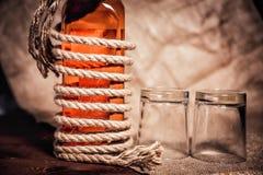 Бутылка вискиа и стекел, вздора вискиа бербона спирта Стоковые Фото