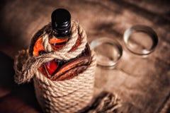 Бутылка вискиа и стекел, вздора вискиа бербона спирта Стоковое Фото