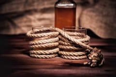 Бутылка вискиа и стекел, вздора вискиа бербона спирта Стоковые Изображения RF